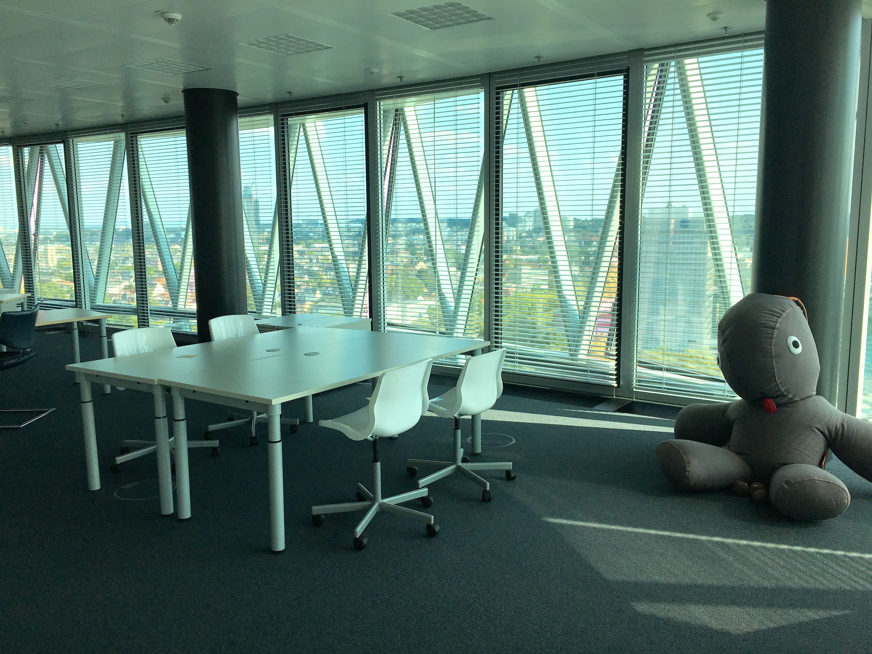 https://www.acceleratorfrankfurt.com/wp-content/uploads/2018/08/office-AF3.jpg